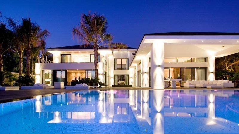 Villa contemporaine luxe vendre de plage monteros marbella for A vendre villa de luxe