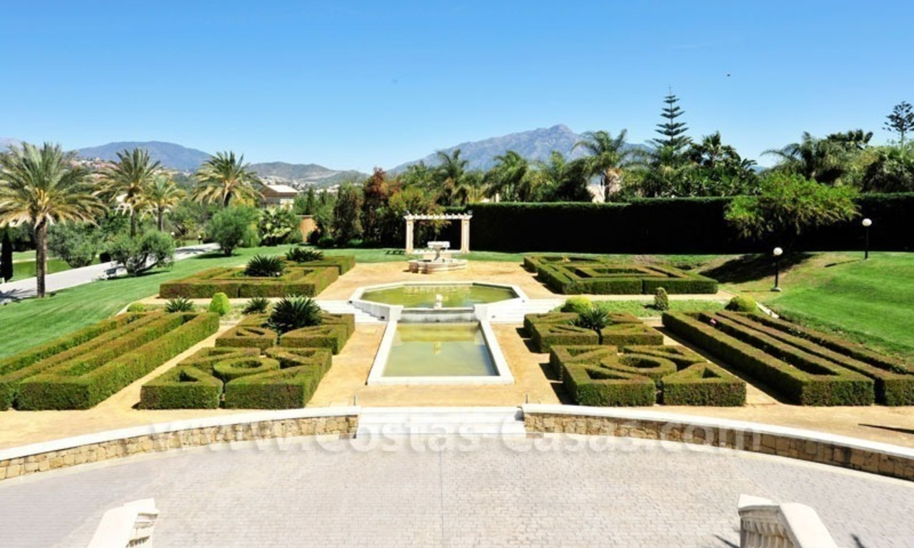 Unique mansion de style palais à vendre à Marbella 4