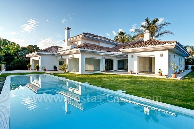 Villa moderne en première ligne de plage à vendre dans Nueva ...