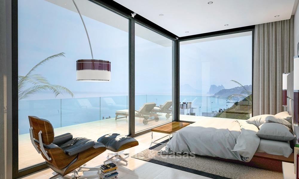Villa moderne de design contemporain à vendre, située sur la deuxième ligne  de la plage, à Estepona, Costa del Sol